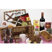 Heritage Picnic Hamper with Wine