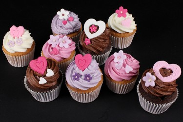 Hearts and Flowers Cupcakes - Gift Box of 9